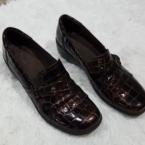 Clarks Bendables Patent Brown Loafer.  Size 9